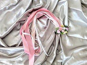 Ozdoby do vlasov - Romantický kvetinový hrebienok so stuhami a perlickami - 12206587_