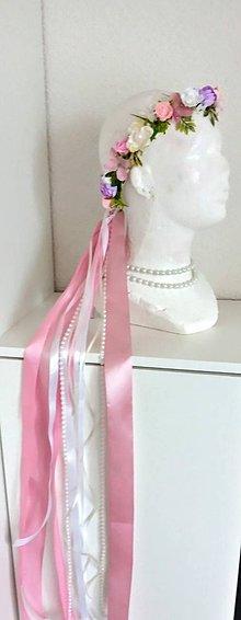 Ozdoby do vlasov - Nežný kvetinový venček so stuhami a perličkami - 12206592_