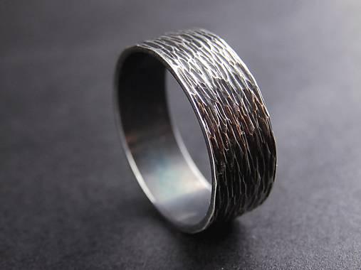 Ryhovaný prsteň