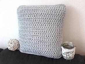 Úžitkový textil - Plyšový háčkovaný vankúš šedý - 12211980_
