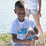 Detské oblečenie - tričko DINO - TYRKYSOVÝ -  STEGOSAURUS (dlhý/krátky rukáv) - 12221561_