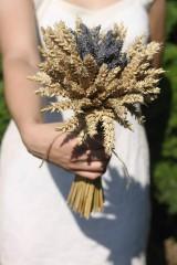 Kytice pre nevestu - Jednoduchá svadobná levanduľová kytica s obilím - 12220494_