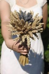 Kytice pre nevestu - Jednoduchá svadobná levanduľová kytica s obilím - 12220498_