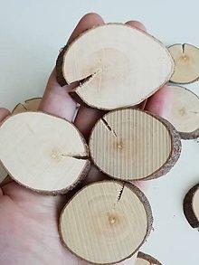 Dekorácie - Drevené plátky oválne (s prasklinou, priemer 3,5 - 5 cm) - 12221165_