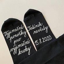 Obuv - Maľované ponožky pre (otca nevesty (bielym písaným)) - 12220746_