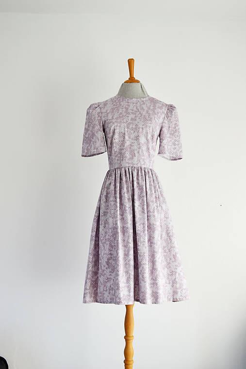 Bavlnené šaty s jemným geometrickým vzorom