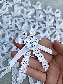 Pierka - Svadobné pierka biele, farebné srdiečka, krajka - 12230473_