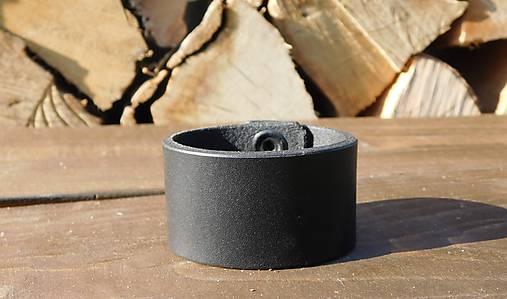 Jednoduchý čierny náramok