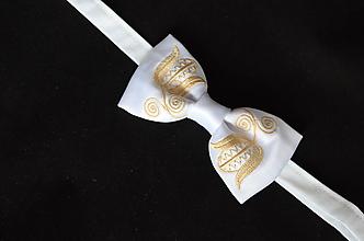 Doplnky - Biely vyšívaný motýlik z regiónu Horná Nitra - 12233942_