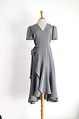 Šaty - Zavinovacie viskózové šaty s čierno-bielym vzorčekom - 12235854_