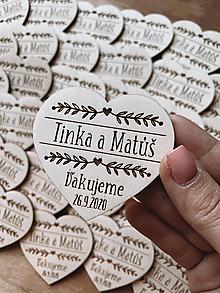 Darčeky pre svadobčanov - Magnetky pre svadobných hostí srdiečko prírodný ornament - 12237455_