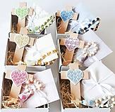 Dekorácie - Set krížik, ruženček - k narodeniu/krstu dieťaťa (Ruženček) - 12241120_