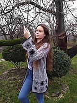 Niekoľko odtieňov sivej...,háčkovaný  sveter