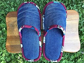 Obuv - Riflové denim papuče s červeným lemom - 12247181_