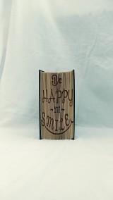 """Dekorácie - Prianie na každý deň: """"Be happy and smile"""" - vyskladané z knihy - 12246798_"""