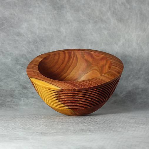 drážkovaná miska z slivkového dreva