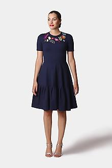 Šaty - Śaty tmavo modré s farebnou výšivkou - 12252723_