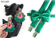 Doplnky - SET PRE PÁR - Pánsky smaragdový motýlik a traky + dámske náušnice - 12251805_