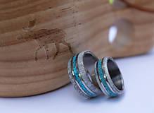Prstene - Titanový prsteň s tyrkysom a parožím - 12256610_