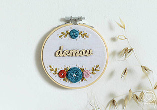 Dekorácie - Vyšívaná dekorácia Domov - 12260725_