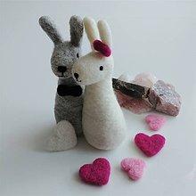 Dekorácie - Dvojica plstených zajačikov - 12260826_