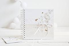Papiernictvo - Svadobná kniha hostí - zlatý eukalyptus 20x20 - 12266725_