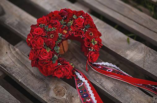 XXL kvetinová bohato zdobená folk parta červená