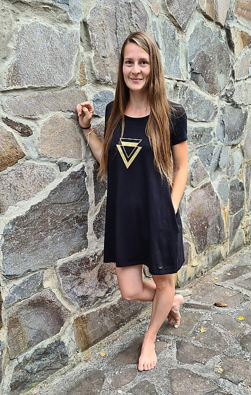 Šaty áčkový strih M1- trojuholník zlatá
