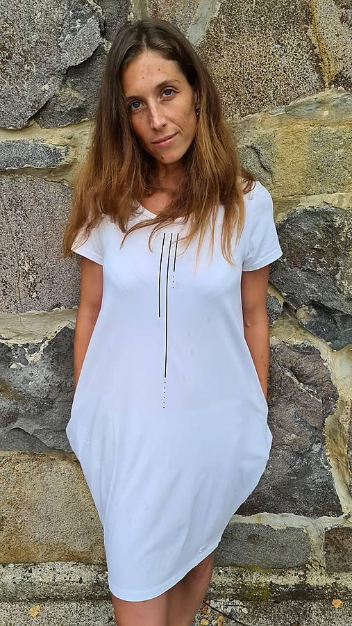 Šaty balónový strih M08 - biele, zlatá bodkočiarka