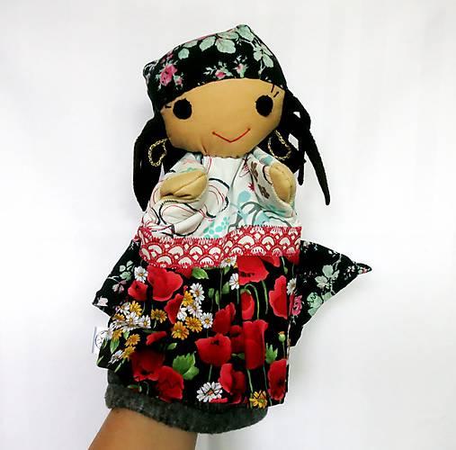 Maňuška rómska dievčinka