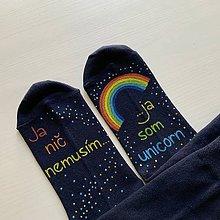 Obuv - Maľované ponožky s nápisom: Ja nič nemusím, ja som unicorn (tmavomodré (39-41, 42-44, 45-47)) - 12273770_