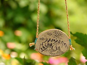 Náhrdelníky - náhrdelník: domček v horách - 12274233_