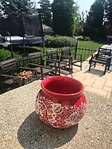 Nádoby - Červený baňatý maľovaný hrnček - 12277746_