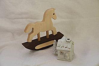 Hračky - Drevené hračky. Koník drevený hojdací. - 12281685_