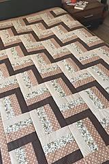 Úžitkový textil - Patchworkový prehoz v hnedých tónoch - 12282755_
