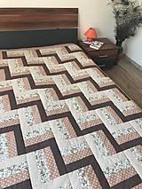 Úžitkový textil - Patchworkový prehoz v hnedých tónoch - 12282758_