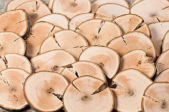 Dekorácie - Drevené plátky s prasklinou - priemer cca 7 cm - 12281982_