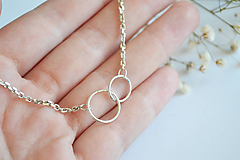 Náhrdelníky - Strieborný náhrdelník s krúžkami - 12286564_