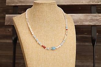 Náhrdelníky - Letný náhrdelník z minerálov akvamarín, jadiet, krištáľ, howlit - 12286341_