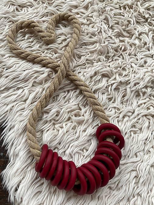 Bordo kroužky na béžovém laně