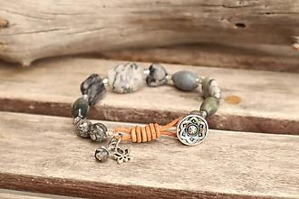 Náramky - Boho náramok z minerálov jaspis, labradorit, sivý korál - 12291419_