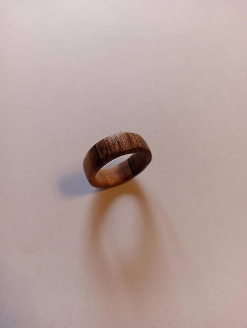 Drevený prsteň orech