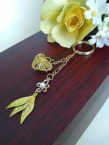 Kľúčenky - Kľúčenka zlatá (srdiečko s kvietkom a lístkami) - 12297732_