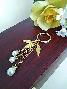 Kľúčenky - Kľúčenka zlatá (perličky s lístkami) - 12297791_