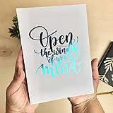 Grafika - Otvor myseľ - citát - print A5 - 12299431_