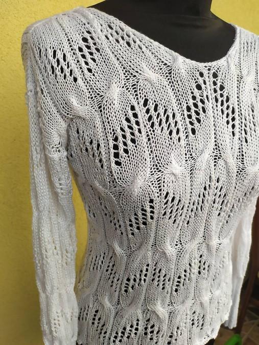 Pletený biely pulóver