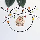 Dekorácie - jesenná dekorácia s domčekom - 12301321_