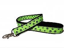 Kľúčenky - Kľúčenka zelená s labkami - 12300629_