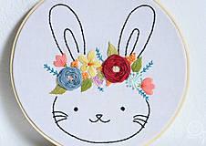 Detské doplnky - Vyšívaná dekorácia ZAJKO - 12308303_