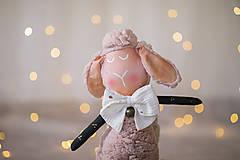 Hračky - Ovka nohatá s mosadznou rolničkou a mašľou (Béžová-staroružové-telové- bodkované ružové hnátiky) - 12309528_